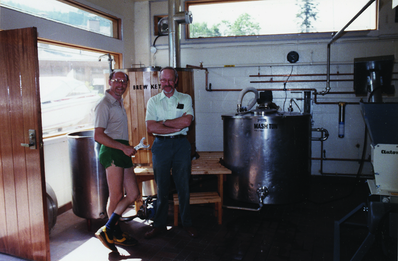 Frank Appleton (left) and John Mitchell inside Horseshoe Bay Brewery in 1982. (Frank Appleton collection)
