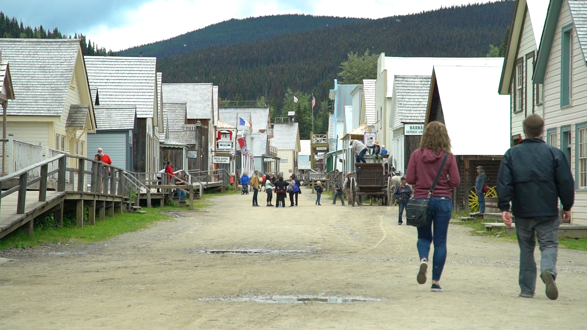 image of people strolling through Barkerville's historic town centre
