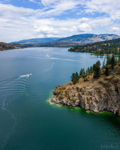 Photo of a boat on the water near Turtle Heads Point at Kalamalka Lake Provincial Park near Vernon, BC.